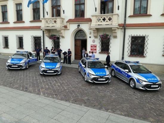 Komenda Miejska Policji w Rzeszowie ma cztery nowe hybrydy [FOTO] - Aktualności Rzeszów - zdj. 8